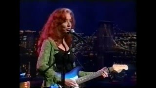 Bonnie Raitt - It's All Over Now, Baby Blue - David Letterman 10-2000