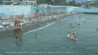 Крым. Алушта. Пляжи сегодня 28 июня 2016(Сегодня в Алуште наконец-то облачно - жара не так чувствуется. Хотя в тени +32. Море +24-26. По нашим измерениям..., 2016-06-28T12:41:38.000Z)