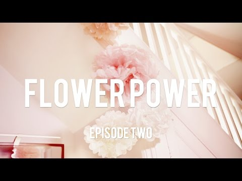 DIY Paper Flowers! Create these simple tissue pom-poms to decorate your home!