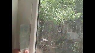Снятие стеклопакета пластикового окна своими руками видео(http://master-remont.kharkov.ua (Как снять стеклопакет из пластикового окна видео урок от профи). Как вытащить штапик из..., 2015-10-06T18:55:30.000Z)