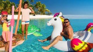 Babamla Çok Komik Eğlenceli Havuz Oyunları, Funny Pool Games - Fun Kid video