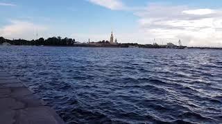 Смотреть видео 5.08.18 Погода в Санкт-Петербурге в августе. Нева каждый день онлайн