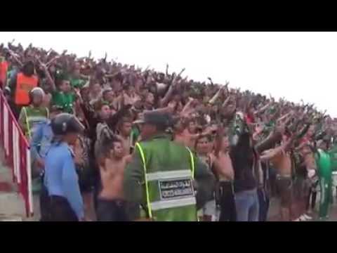 انصار الرجاء البيضاوي المغربي يغنون للجزائر -خاوة و ماشي عداوة - ♥♥♥♫♫ thumbnail