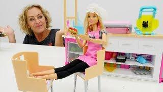 Nicoles Arbeitsagentur. Barbie wird Köchin. Spielzeugvideo für Kinder