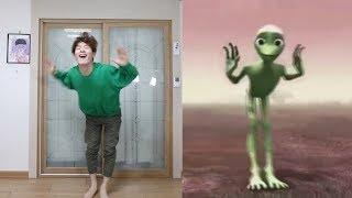 Green Alien vs GoToe #AlienDancing [GoToe PARODY]
