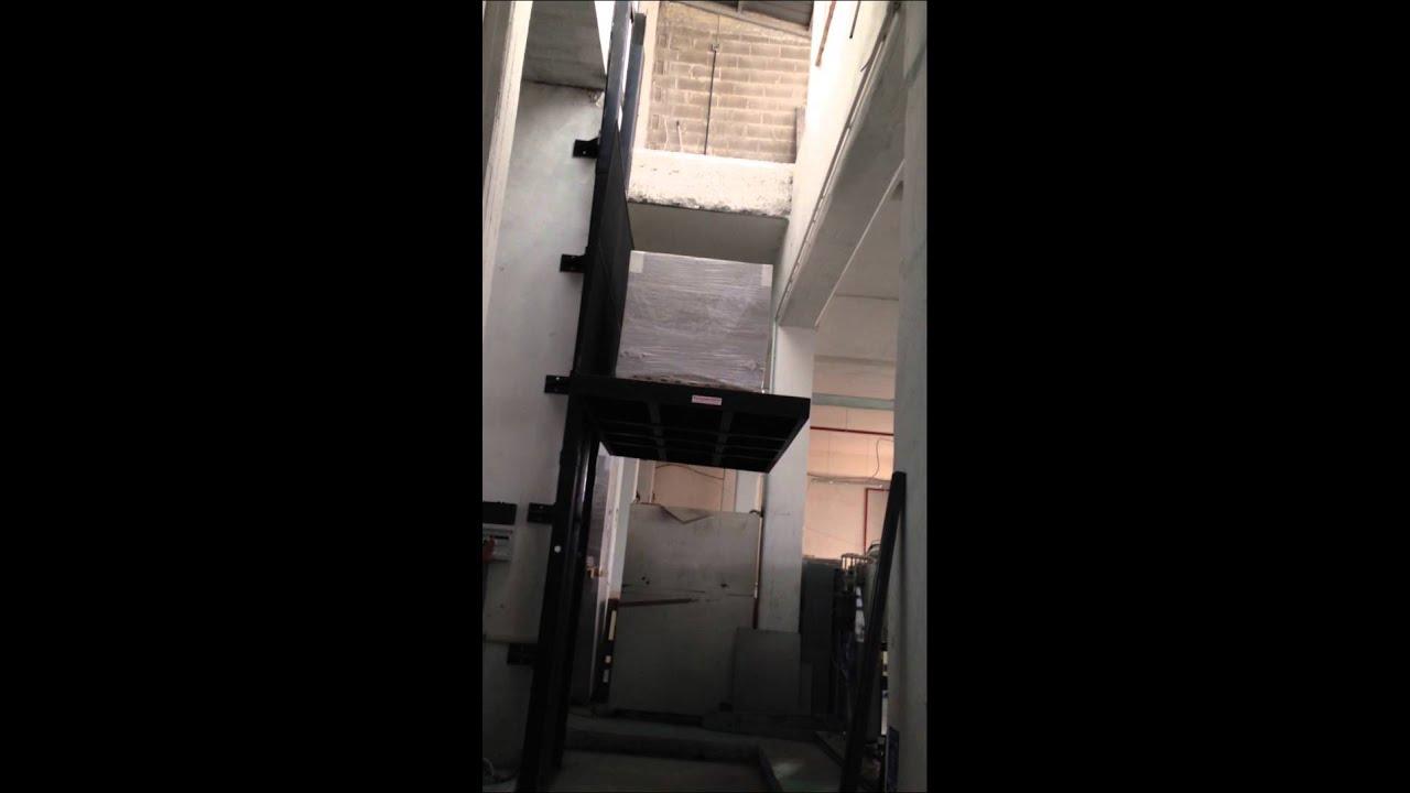 Montacarichi a parete oleodinamico portata kg 2500 for Montacarichi da balcone prezzi