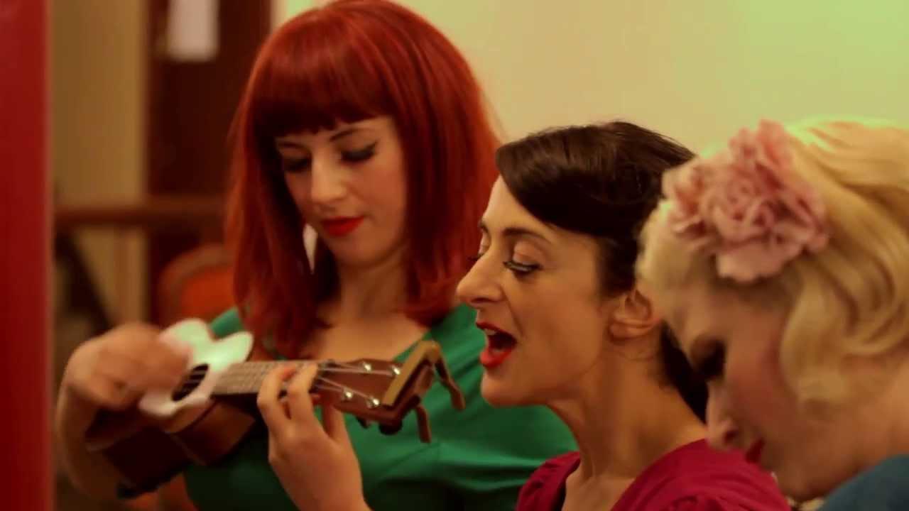 the-puppini-sisters-mele-kalikimaka-derelict-music-derelictmusicuk