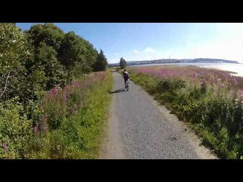 På sykkel langs stien mellom Trones og Verdalsøra. Dobbelklikk for full skjerm.