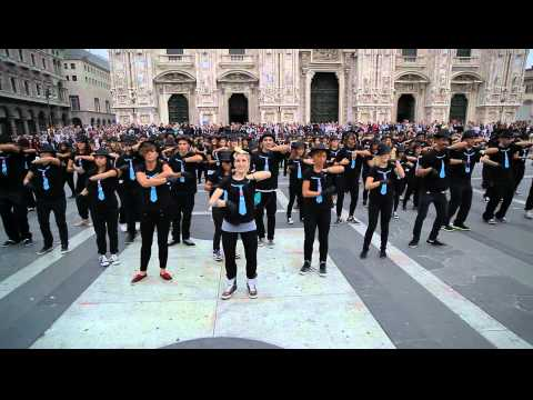 [ShowOn.it] - Step Up 4 Revolution 3D - Flash Mob Piazza Duomo Milano