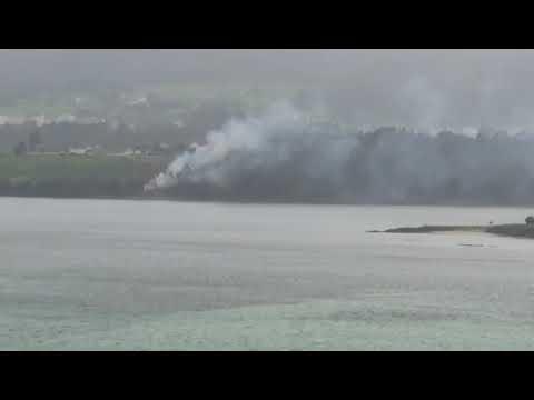 Una quema frente a la ría de Foz causa alarma