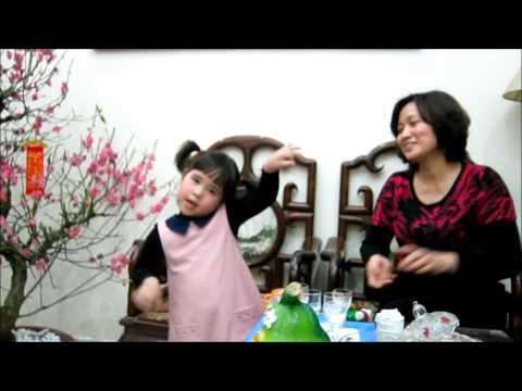 Bảo Châu hát múa Hai bàn tay của em (với phụ họa của Bà ngoại)