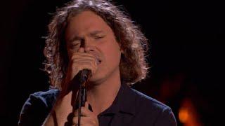 Jasper sluit de avond af met een prachtige versie van 'This House Is Empty Now'   Liefde Voor Muziek