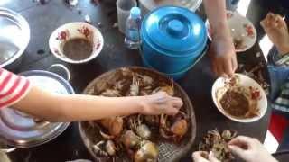 Khmer Food Recipe   Cambodian Food 2014 ក្តាមស្រែ + ទឹកជ្រលក់អំបិលម្រេច