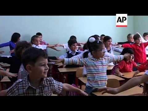 Georgia recruits 10,000 English teachers