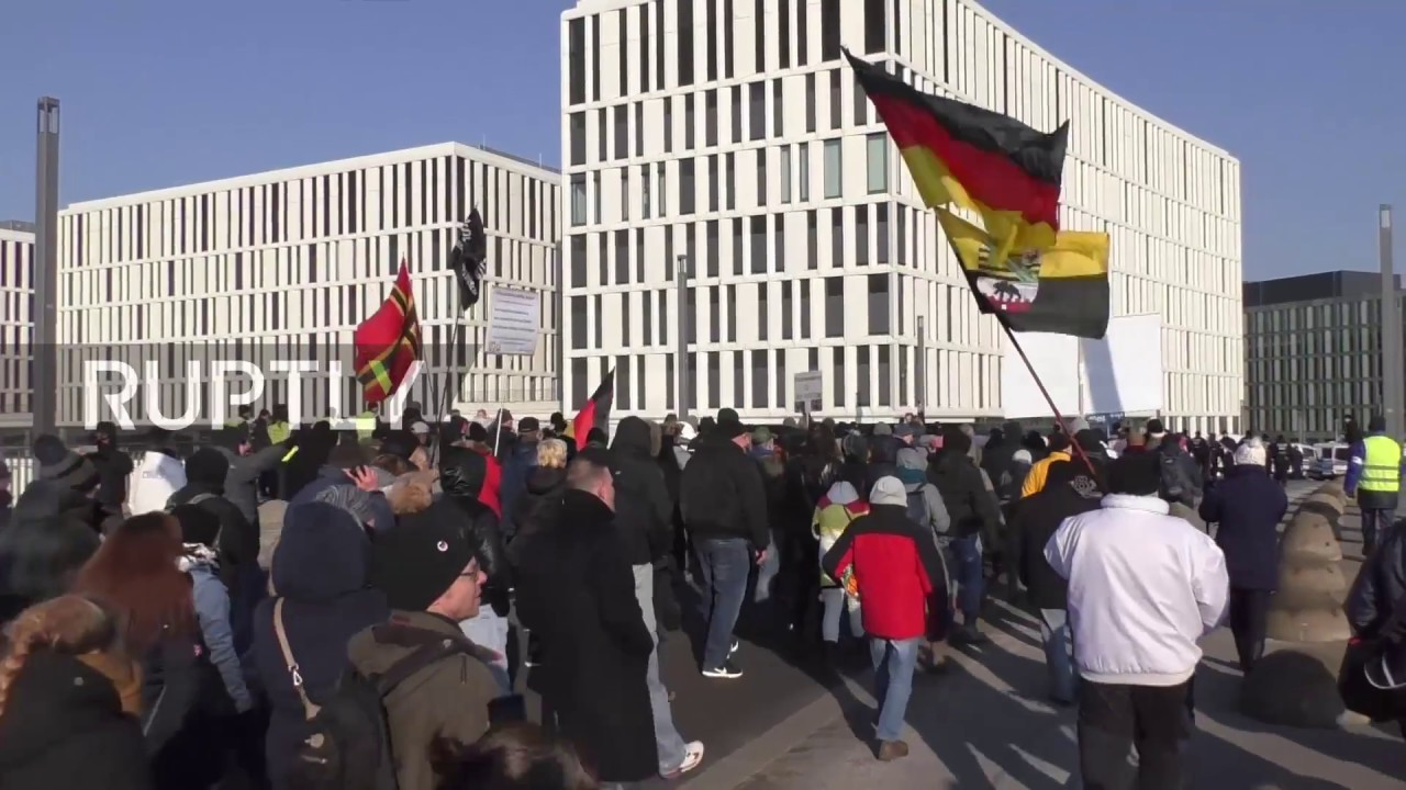 Germany: Far-right protesters met with counter-demo in Berlin