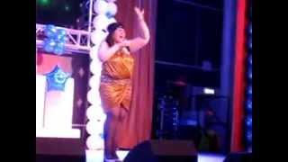Толстая певица В кейптаунском порту