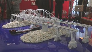 Керчь: Глава Крыма Аксенов на выставке моста