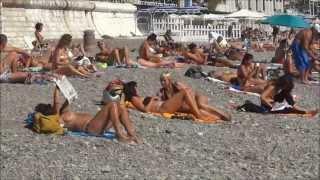 Пляж Ницца, Франция. Жизнь в Путешествии, 4(Пляж в Ницце, Франция. В Ницце пляжи тянутся вдоль всего берега, очень красиво! Ну а тем, кто любит по горячее,..., 2013-10-13T08:30:01.000Z)