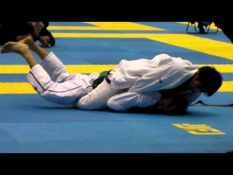 101120 ヒクソン・グレイシー杯国際柔術大会 アダルト・黒・レーヴィ 小笠原選手vs関口選手