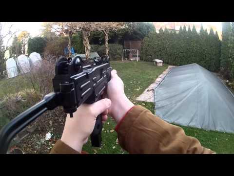 IWI Mini Uzi 4.5mm C02 backyard-shooting