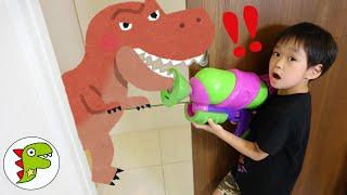 レオくんがスプラトゥーンの水鉄砲で恐竜をやっつける? トイキッズ