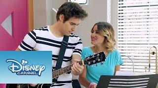"Violetta y Jorge cantan ""Abrázame y verás"" | Momento Musical | Violetta"