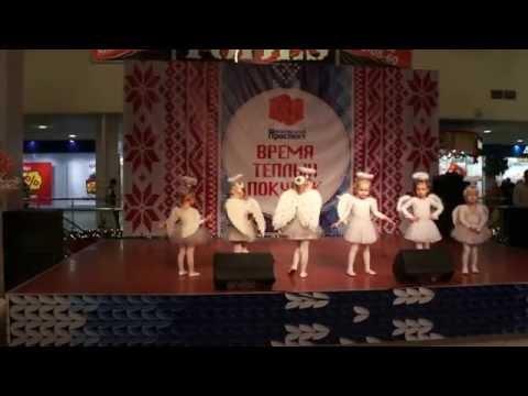 Танцуют дети 2-3 года. СУПЕР!!! Маленькие гении - танец ангелов.