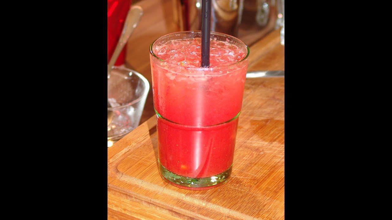 erdbeeren caipi cocktail rezept erdbeeren caipirinha selber mixen youtube. Black Bedroom Furniture Sets. Home Design Ideas