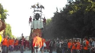 Petit géant spectacle Royal de Luxe 2014