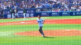 始球式は、柳沢慎吾さん。 野球ネタ入りのものすごく長い始球式で、 3...