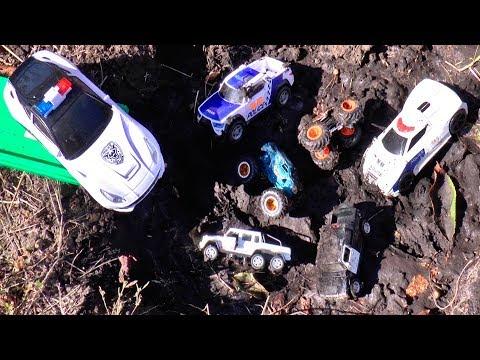 Мультики про машинки. Полицейские машины застряли в Грязи. Тимур спасает машинки
