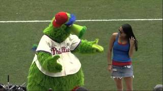 2011/06/16 Phanatic dances with a fan