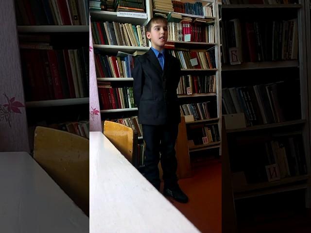Изображение предпросмотра прочтения – АлександрПахомов читает произведение «Ворона и Лисица» И.А.Крылова