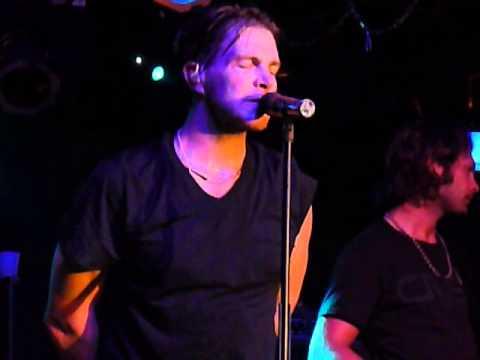 Jack Ingram ~ Lips of an Angel ~ Joe's Bar Chicago, IL ~ 7-8-10