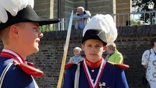 Schützenfest in Gustorf 2015 [Abholung des Königs durch das gesamte Regiment] am Sonntag