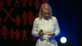 Za každým kusem oblečení je příběh | Kamila Vodochodská | TEDxPrague
