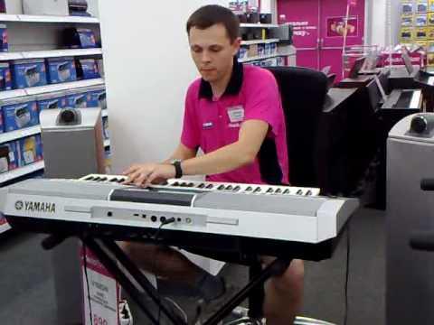 Медиа Маркт.Классно играет на синтезаторе.