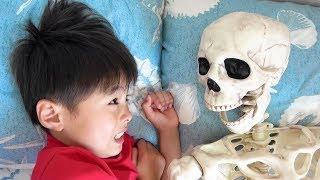 Skeleton creeping up dream or real ? ガイコツ!? 夢? 現実? おゆうぎ こうくんねみちゃん thumbnail