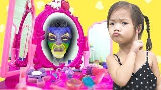 Chiếc Gương Thần Ai Xinh Hơn? Đồ Chơi Trang Điểm - Trang Vlog