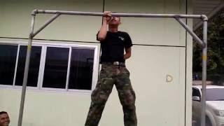 Repeat youtube video คลิปดังว่อนโซเชียล ! เมื่อทหารโชว์ดึงข้อด้วยมือเดียว จะเป็นอย่างไรมาดูกัน