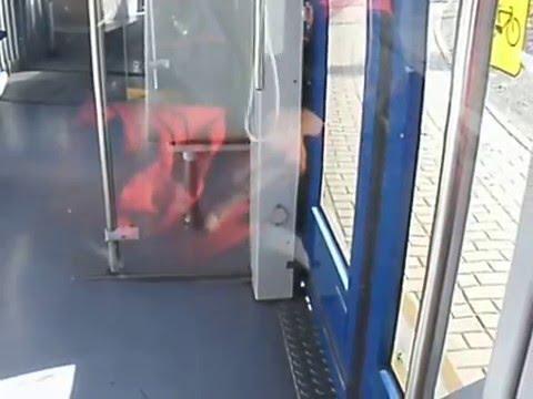 Wendung der Bahn NGT8 auf Wendeschleife Mockau-Post in Leipzig. Teil 2