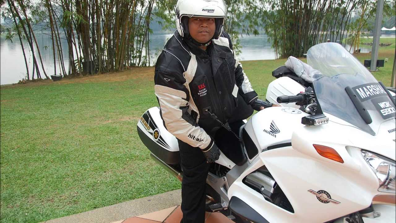 hit air air bag jacket for motorcylist tested in malaysia by rsmc youtube. Black Bedroom Furniture Sets. Home Design Ideas