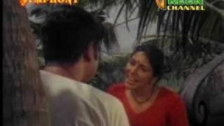 Repeat youtube video Kerala Village Love Story (aka Oru Pazhaya Prema Katha)