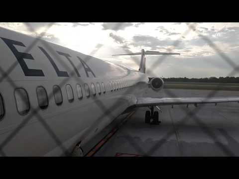 Boarding delta airlines MD-88