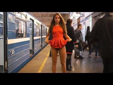 Mujer rusa se levanta la falda para protestar contra el acoso sexual