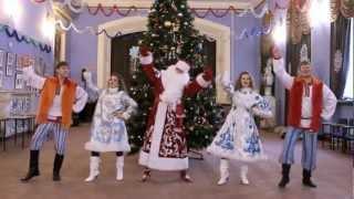 Новогодний Gangnam Style (Это Дед Мороз!)(Шоу-группа «Бузина»,Волгоград, поздравляет всех с Новым годом! http://vk.com/buzzina34., 2012-12-28T00:17:57.000Z)