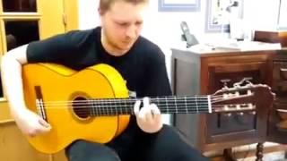 Alejandro Hurtado tocando la guitarra 45 Aniversario