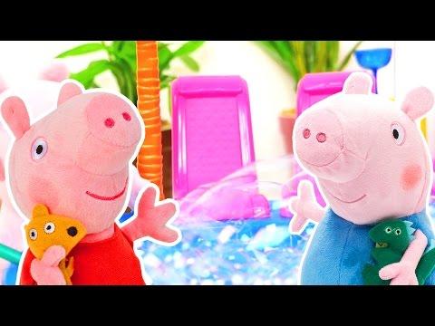 Игры для детей: Свинка Пеппа в аквапарке! Мягкие игрушки и мыльные пузыри!