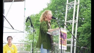 "Holly Near Performs ""Singing For Our Lives"" at March For Women"