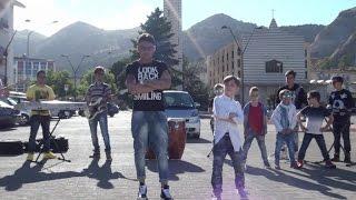 Daniele Marino feat Daniele De Martino - Pari a tre (Video Ufficiale) thumbnail